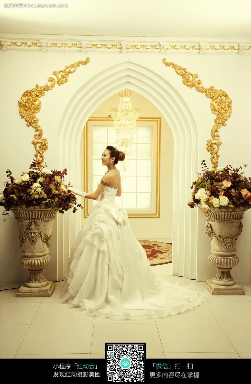 鲜花 和美女 背影 婚纱摄影图片 新人情侣图片