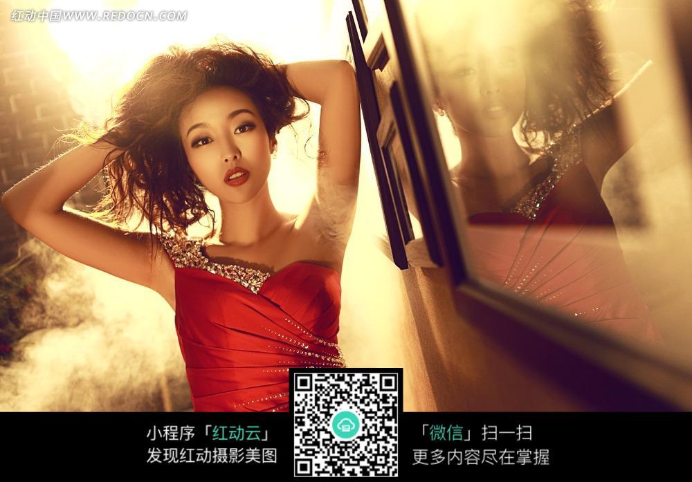 红裙美女婚纱摄影图片