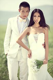气球和搂着腰的情侣婚纱摄影图片