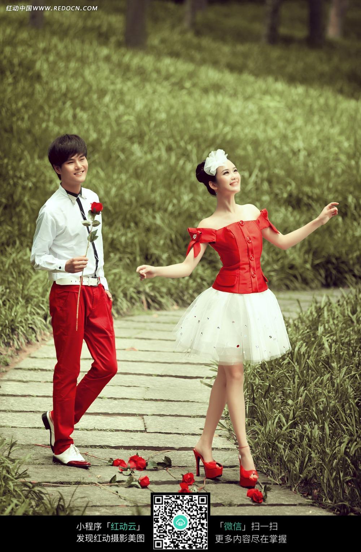 玫瑰花和情侣婚纱摄影