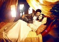 美女和帅哥躺在床上婚纱样片