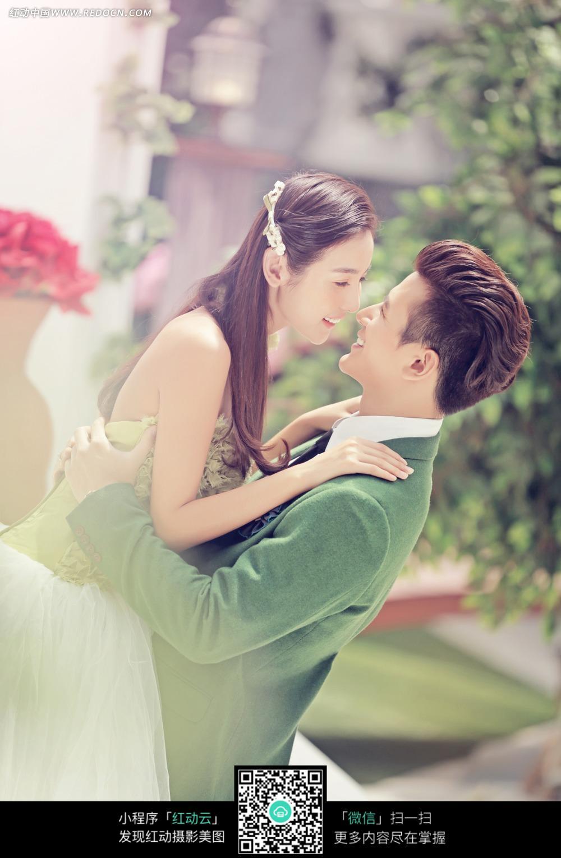 帅哥抱着图片的图片情侣新人_样片美女婚纱皮裤日本美女图片