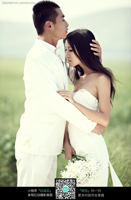 帅哥抱着美女的写真美女狂放的图片