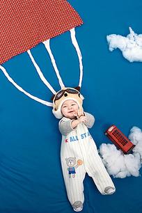 在跳伞的宝宝布景艺术照