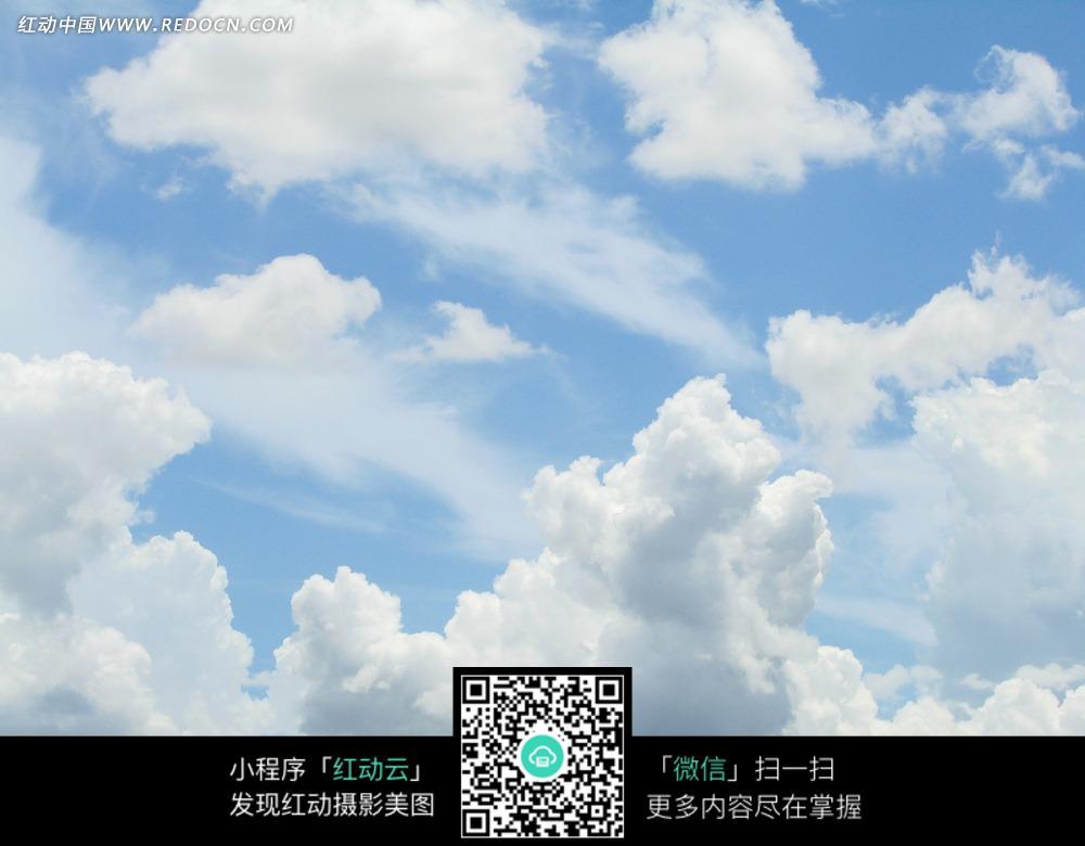 天空的白色云朵图片