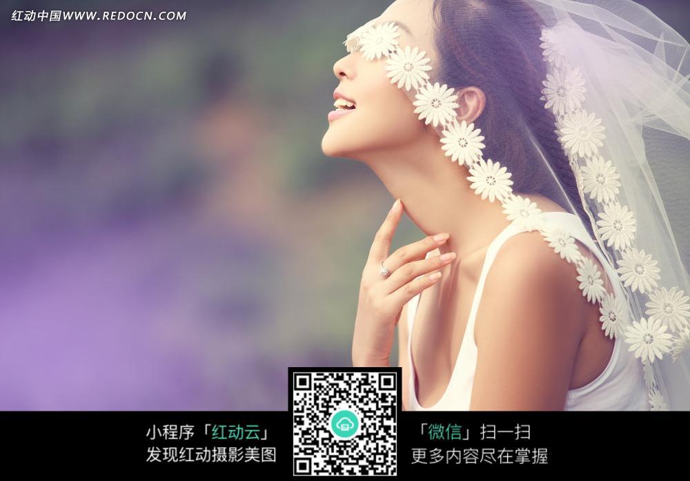 微笑的美女婚纱摄影图片