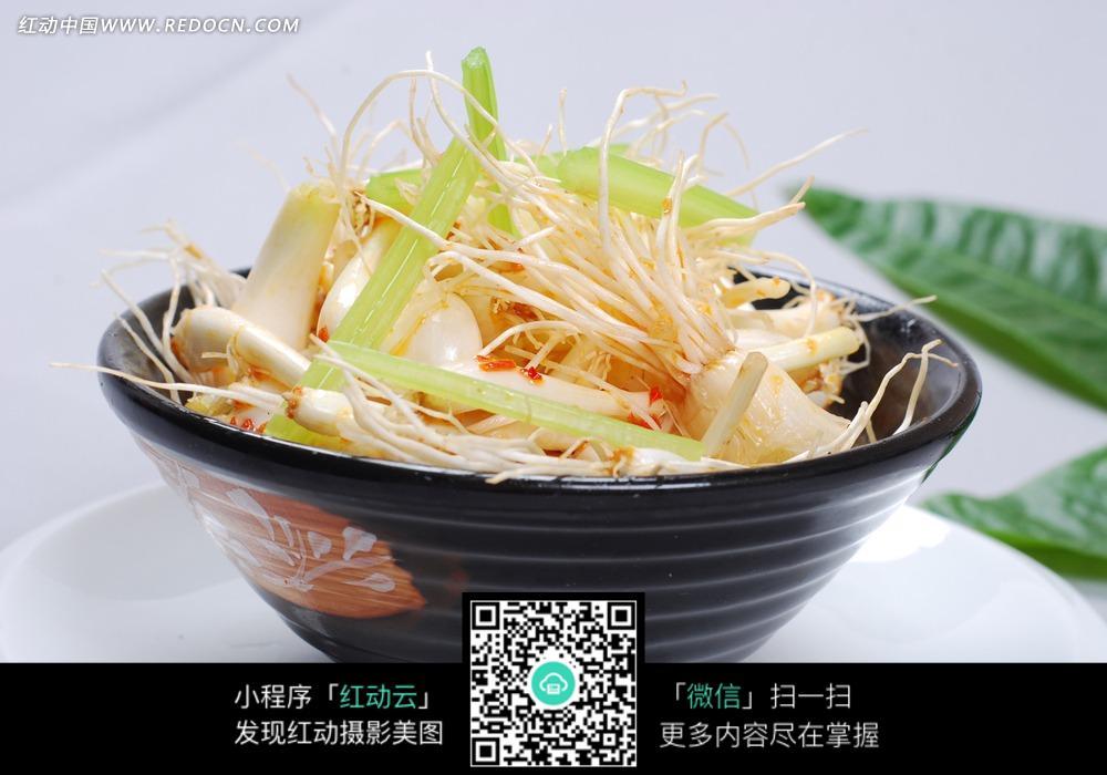 香辣绿豆芽白菜图
