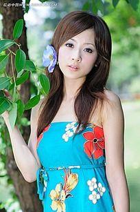 树叶和美女写真摄影