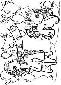 卡通躺在沙滩上晒太阳的小象手绘线稿图片