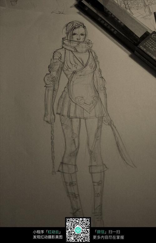 拿刀的美女战士手绘线描图