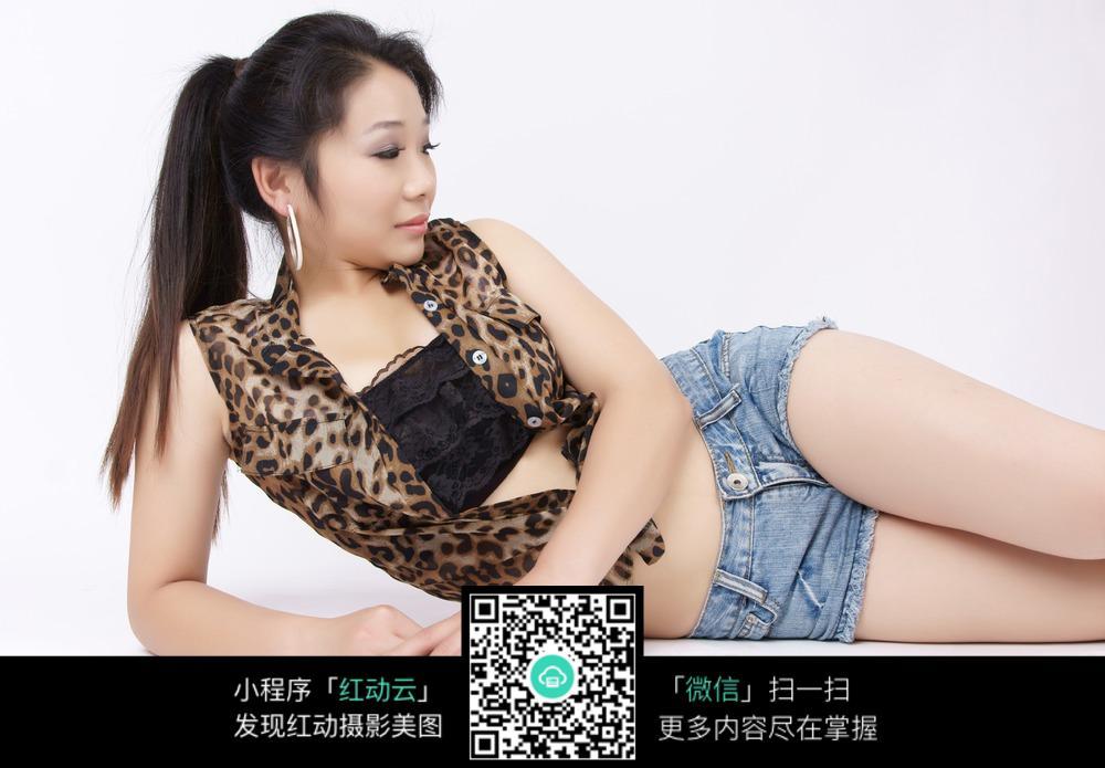 免费素材 图片素材 人物图片 女性女人 侧躺着的美女高清图  请您分享