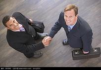 国外职场人物握手图