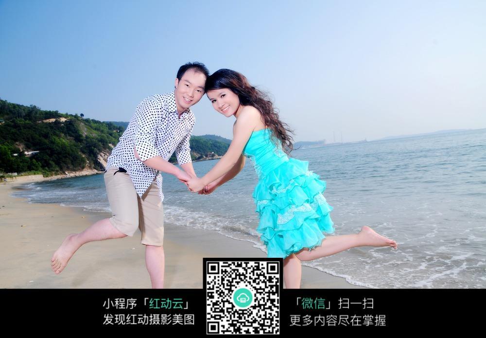 手拉手的情侣婚纱摄影