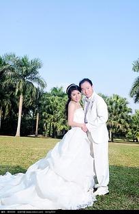 树林草地婚纱照