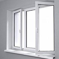 透进阳光的白色窗户