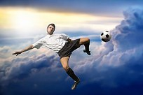 跃起踢足球的男子