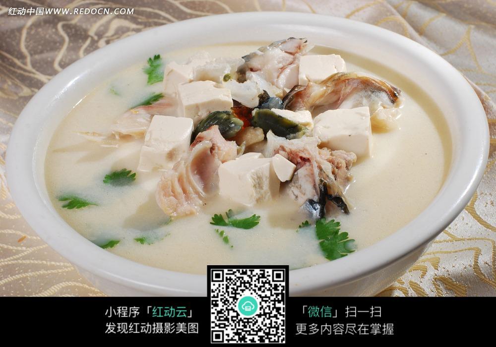 松花豆腐鱼头汤