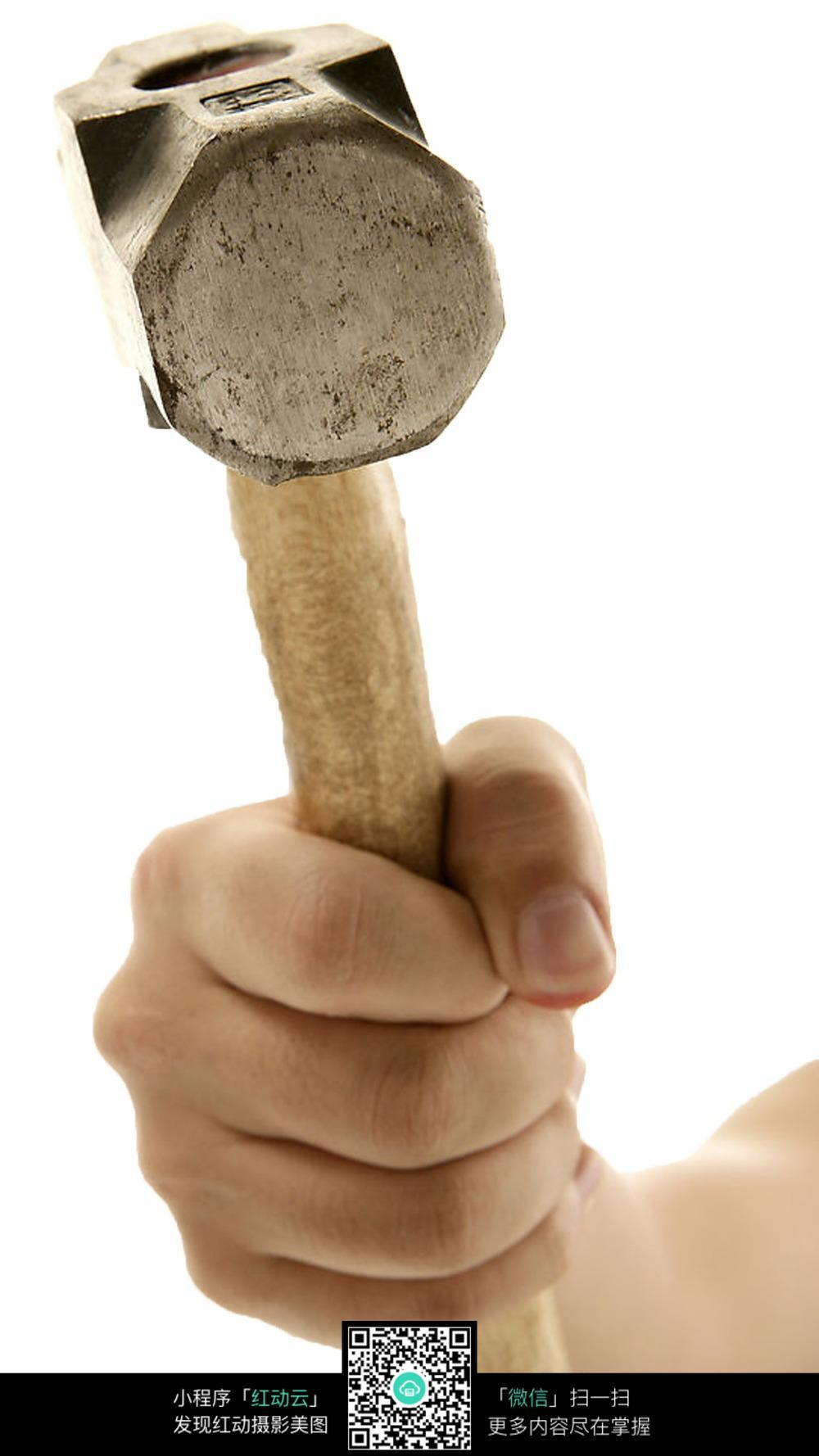 拿锤子的手局部特写