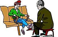 擦鞋子的老人矢量人物插画
