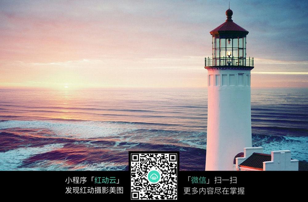 海边中的灯塔图片