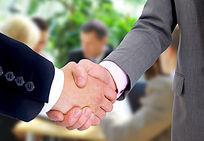 企业合作共赢的商务握手高清大图
