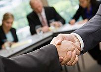 企业合作共赢商务握手图片
