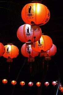 亮起来的菩萨像灯笼