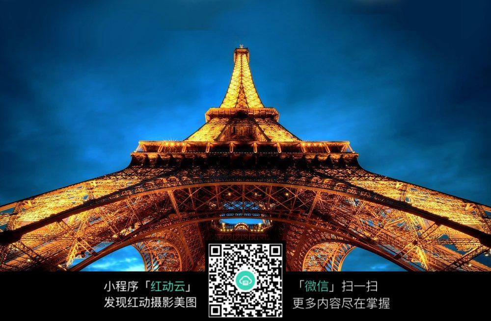 巴黎铁塔仰视图