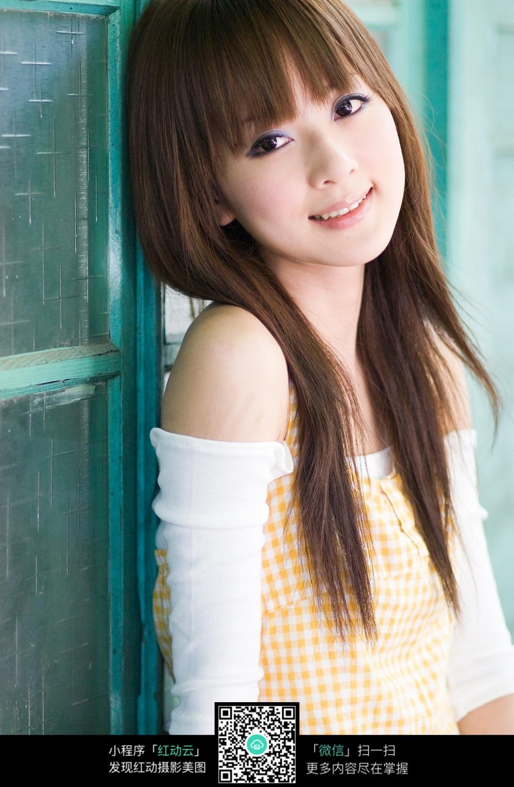 甜美的长发美女图片