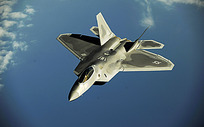 飞行中的战机