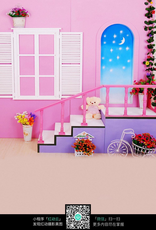 粉色 格子窗 百叶窗 太阳门 拱形门 弧形门 小熊 儿童摄影 写真背景