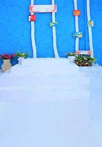 蓝色墙壁白色台阶和花盆摄影背景