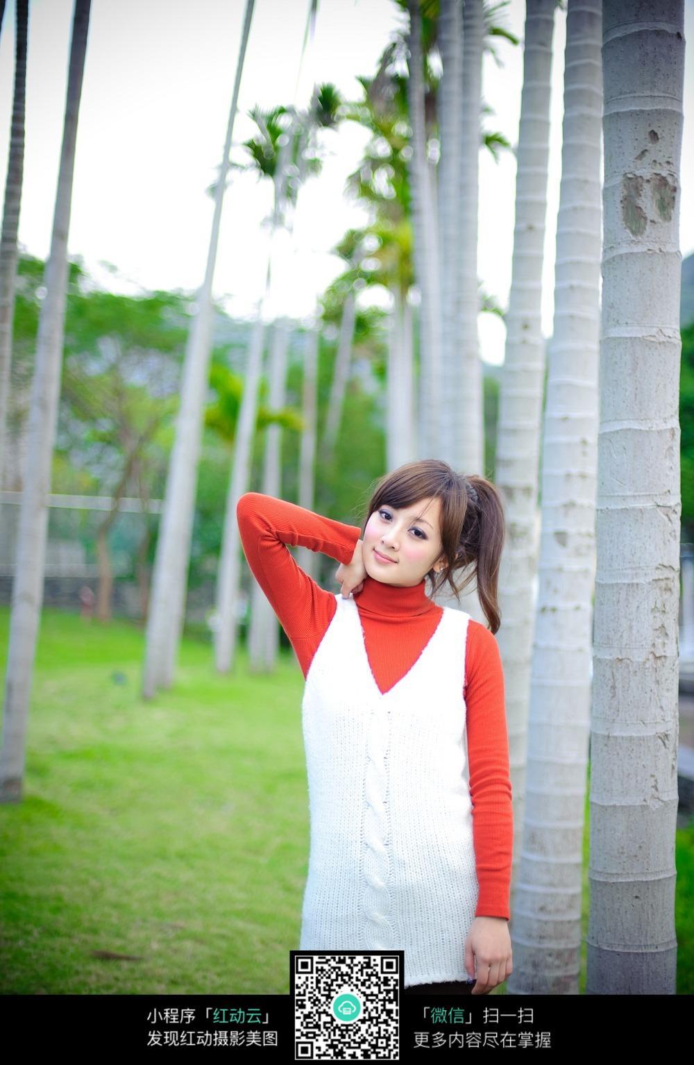 高树三姐妹mp3下载_站在高树旁的甜美少女图片免费下载_红动网