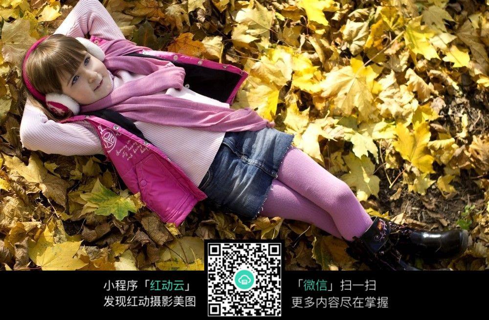 免费素材 图片素材 人物图片 儿童幼儿 躺着的外国孩子  请您分享: 红