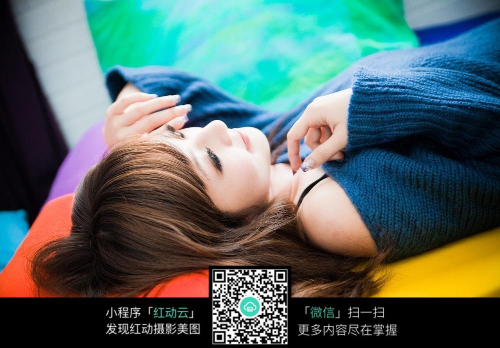 免费素材 图片素材 人物图片 女性女人 躺着的女孩  请您分享: 素材