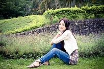 草地美女个人写真