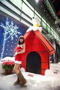 穿着圣诞衣的女孩