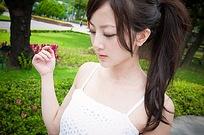娇柔美女吊带写真摄影