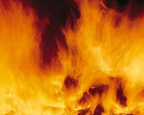密集燃烧中的火焰图片