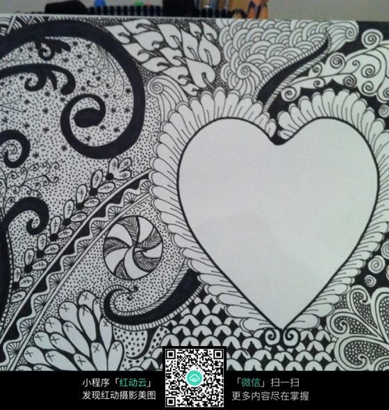 爱心形状黑白插画设计