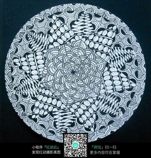 圆形手绘花纹平构图