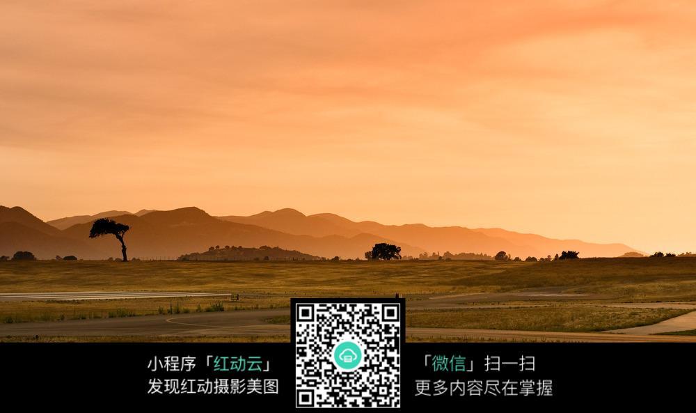 郊野远山风景图