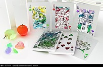 扑克牌上的动漫少女