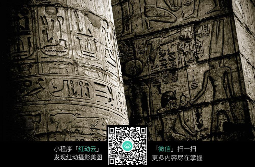 石柱上的雕刻花纹图案