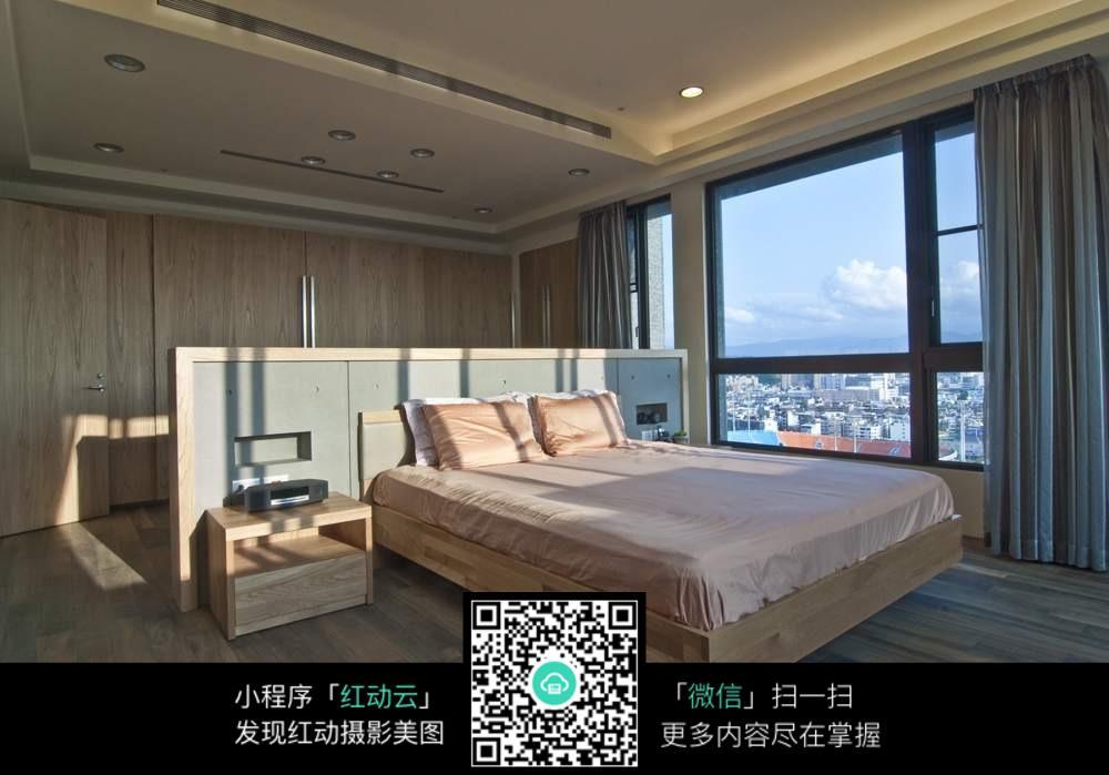 白色木板床图片素材