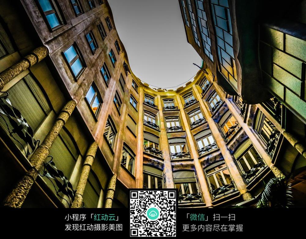 仰视高楼高清图片