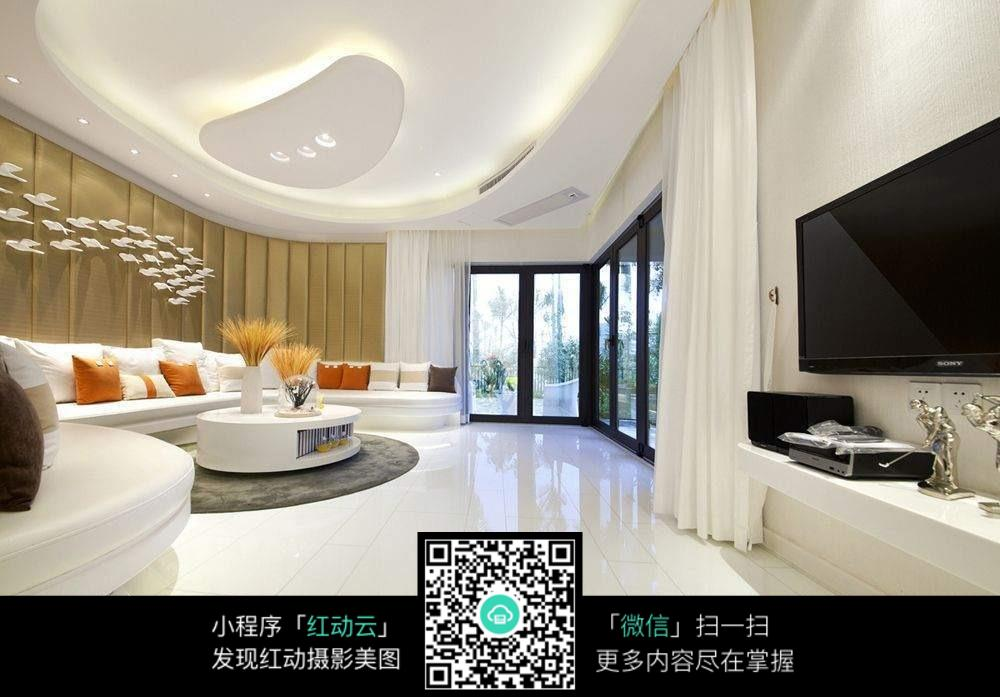明亮宽敞客厅室内装修效果图