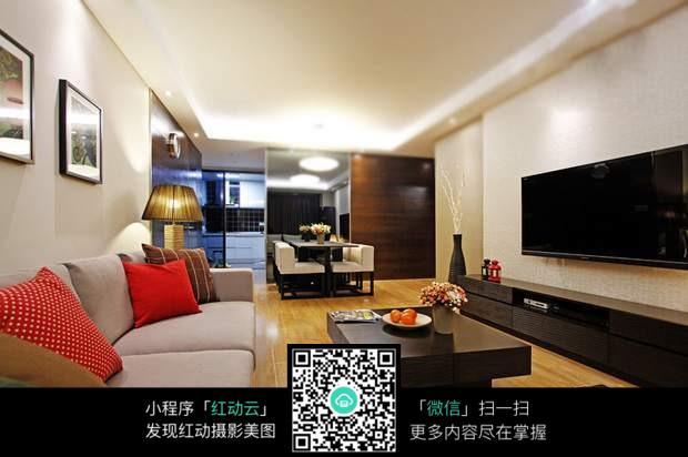 温暖舒适宽敞客厅室内装修效果图