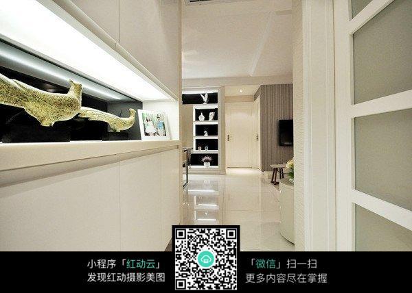 白色玄关_室内设计图片