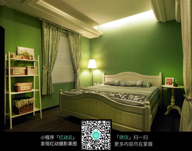 绿色欧式复古壁纸配窗帘效果图